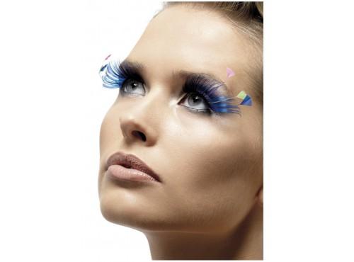 Pestañas azules con plumas